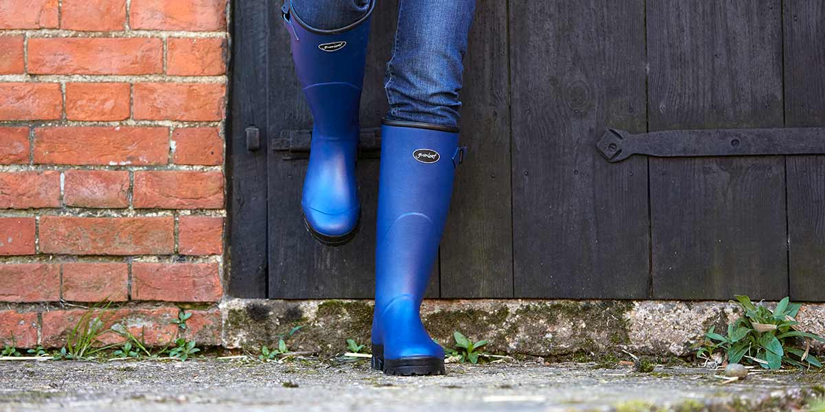 Womens-Norse-Boot-on-the-Farm