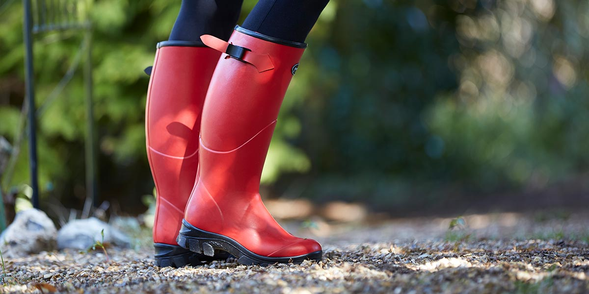 Womens-Norse-Boots-in-Red-on-a-Spring-Day