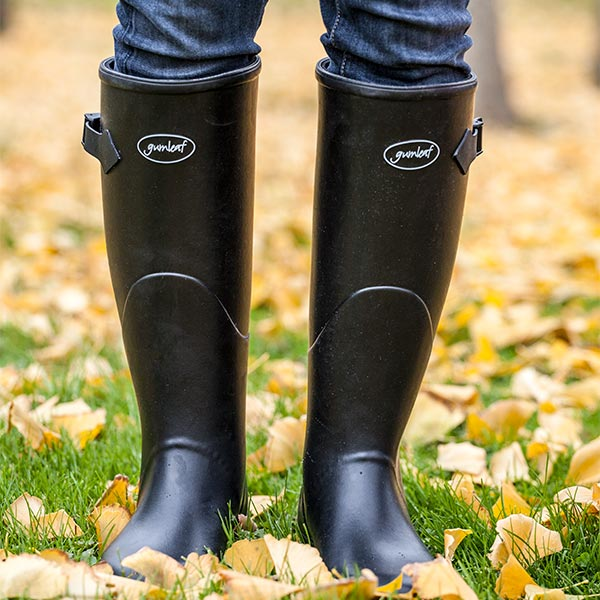 Womens-Norse-Boots-keep-feet-warm-and-dry-in-the-Fall